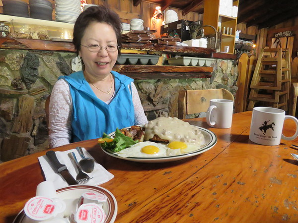 Shirley had a big breakfast at Bonnie Springs Ranch.  This was in lieu of Guinness Time.